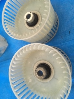 業務用エアコンクリーニング現場写真:天井埋込み形エアコンシロッコファン洗浄後の写真