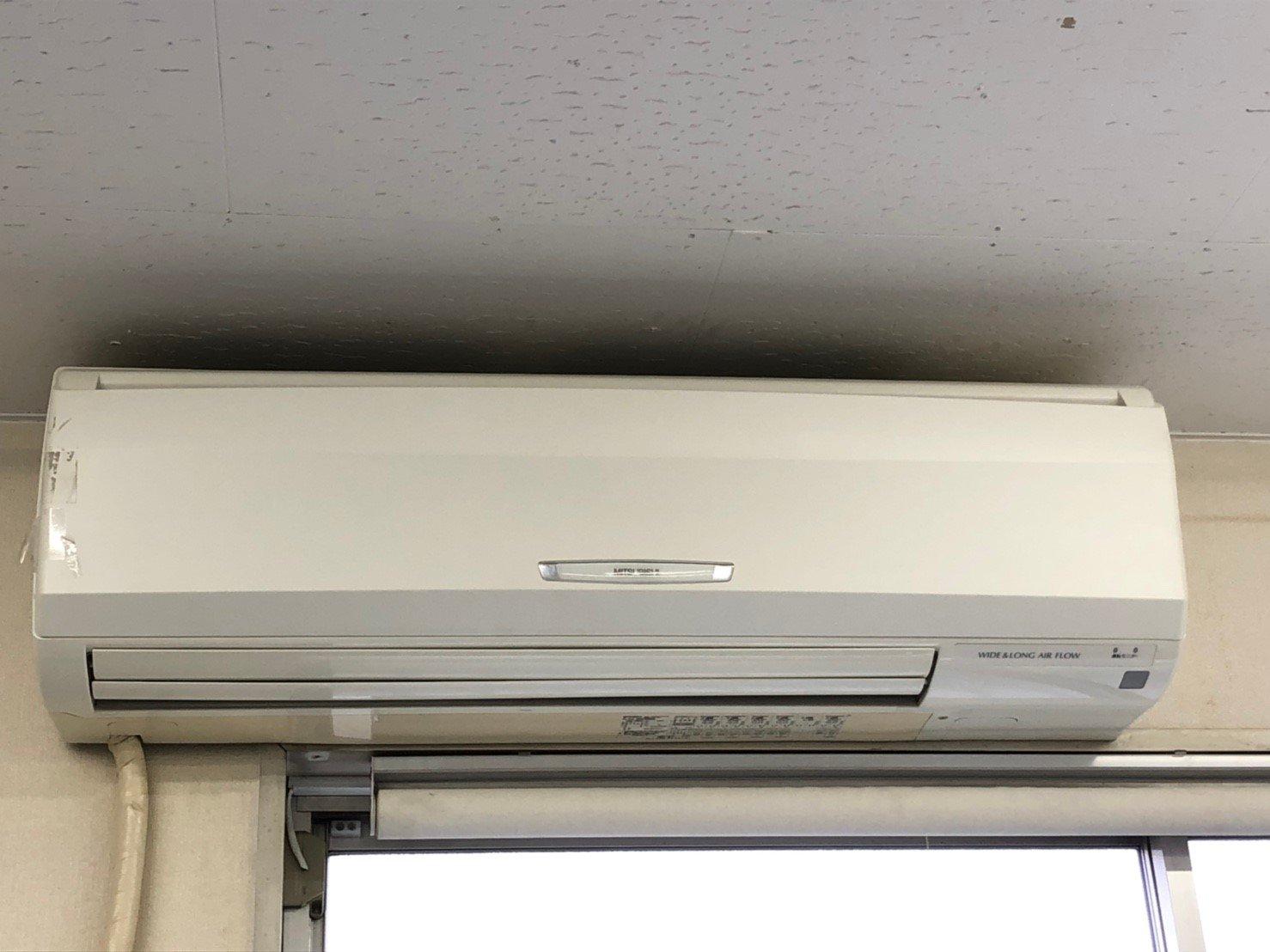 業務用エアコンクリーニング現場写真:業務用大型壁掛エアコン写真外観三菱電機