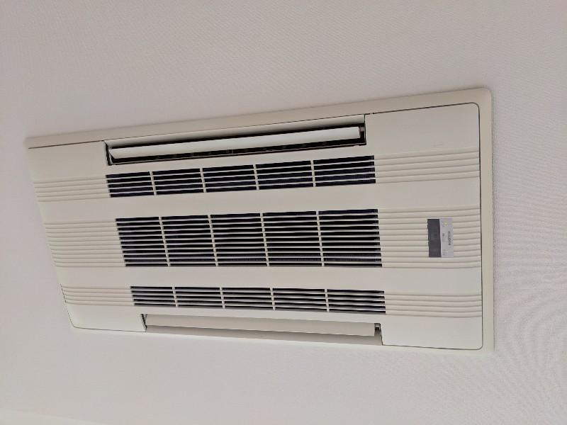 家庭用エアコンクリーニング現場写真:家庭用天井埋込み形エアコンクリーニング外観三菱電機