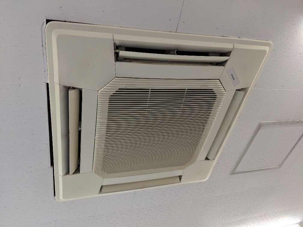 業務用エアコンクリーニング現場写真:業務用天井埋込みタイプエアコン写真外観三菱電機