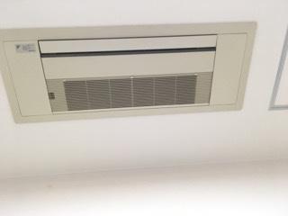 介護福祉施設様エアコンクリーニング現場写真:業務用天井埋込みエアコンクリーニング外観写真1方向エアコン
