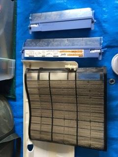 介護施設様エアコンクリーニング現場写真:家庭用壁掛エアコンクリーニング写真フイルター2