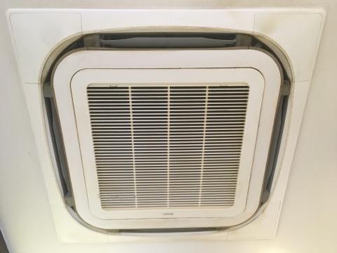 おすすめの大阪エアコンクリーニング専門プロ業者として。大阪エアコン外観写真1
