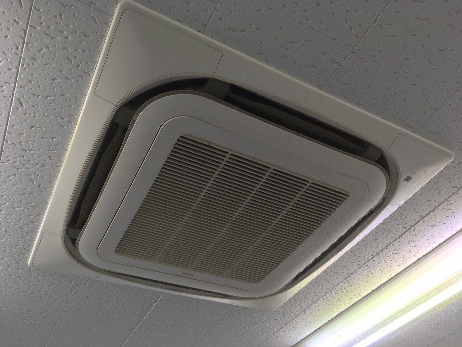 ダイキンエアコンクリーニング大阪市内税理士事務所様写真。エアコン外観