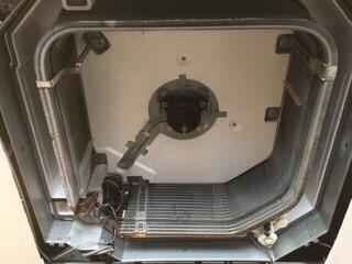 大阪府吹田市クリニック病院様天井埋込みエアコンクリーニング現場写真。エアコン内部全体